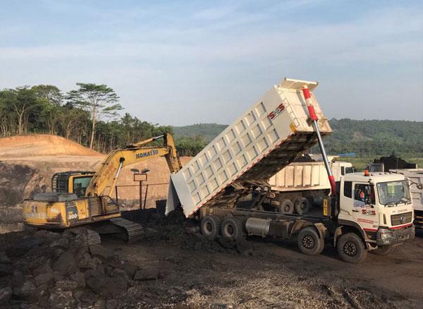 Dumping progress on stockpile